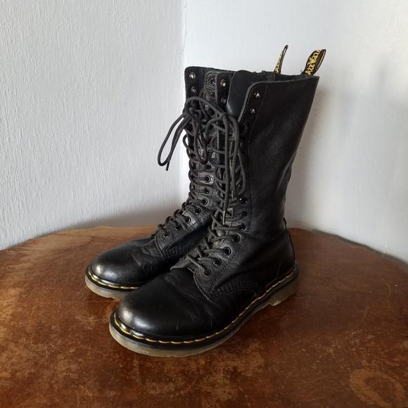 Dr. Martens 1B99 Boots